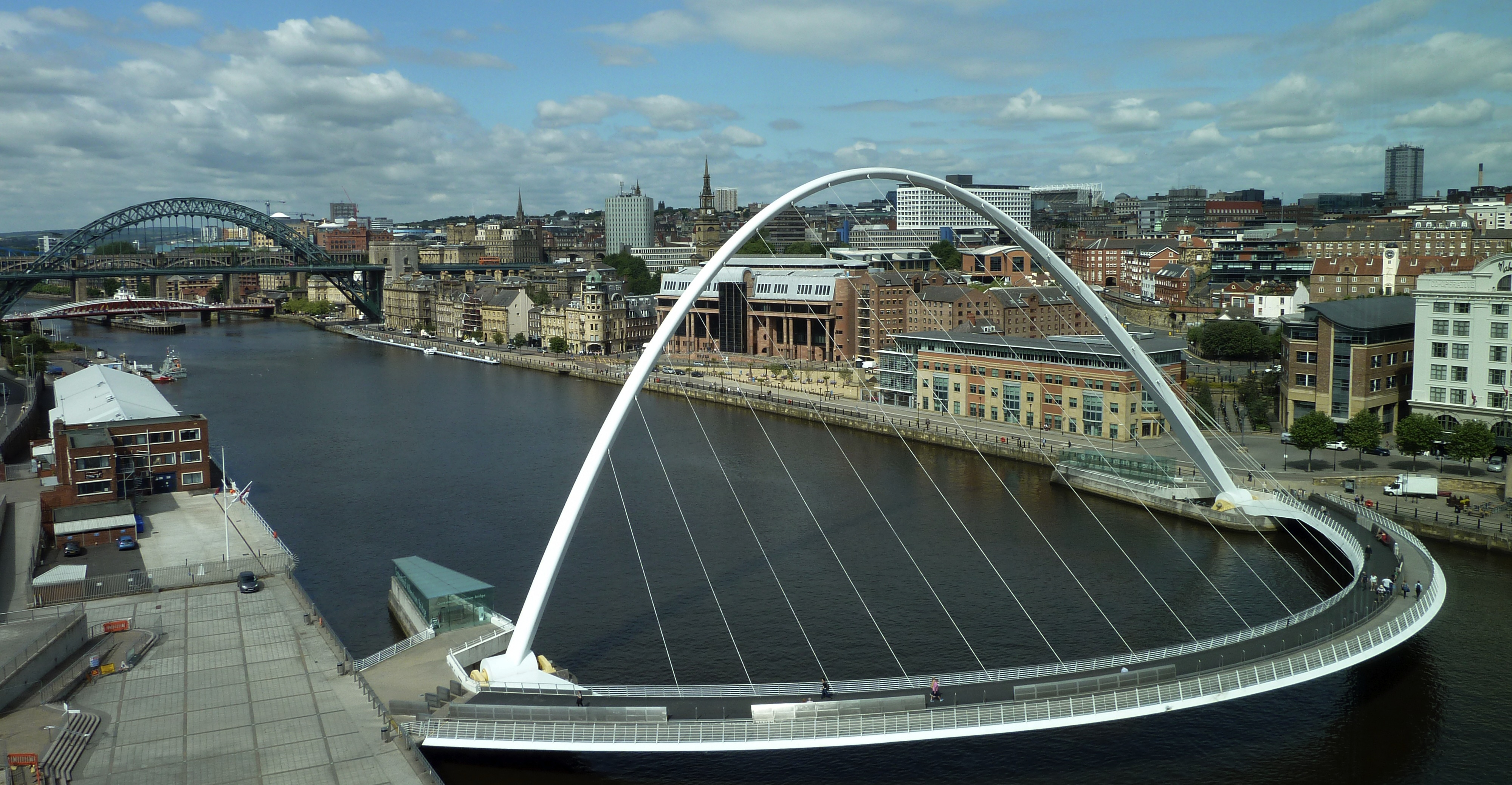 Newcastle-upon-Tyne-bridges-and-skyline_cropped